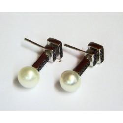 Pendientes de plata con perla y circonitas negras con cierre de presión - 562720000400