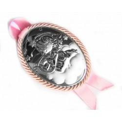 Medalla de cuna ovalada con placa en plaqué de plata con acabado en mate y brillo con angelito y trasera en color rosa - AL6311