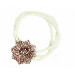 Pulsera con tres vueltas de agatas blancas y flor color cobre con acabado glitter de la colección Miña Xoia - 2-714C