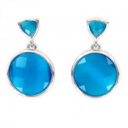 Pendientes de plata con dos piedras facetadas en color azul.