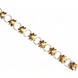 Pulsera  de oro blanco y amarillo con flores unidas por una anilla soldada. - 401101/9.1